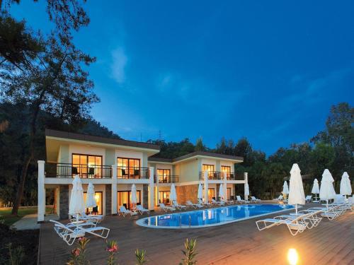 Hisarönü Fortezza Beach Resort