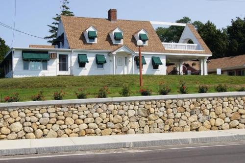 Blue Spruce Motel & Townhouses - Plymouth, MA MA 02360
