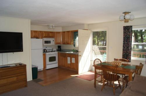 Blue Spruce Motel & Townhouses - Plymouth, MA 02360