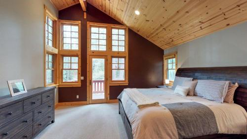 Bennett Flat Family Lodge Truckee - Truckee, CA 96161
