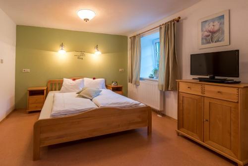 Фото отеля Ferienwohnungen Hotel Garni Dorflerwirt