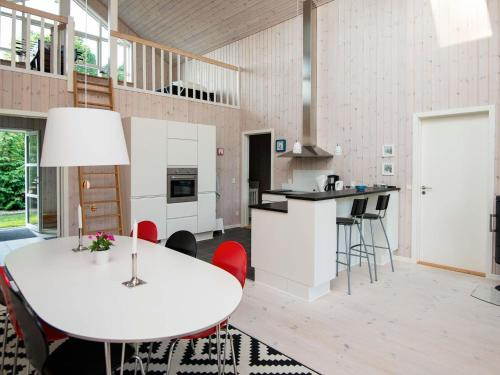 Three-Bedroom Holiday home in Glesborg 53 in Fjellerup Strand
