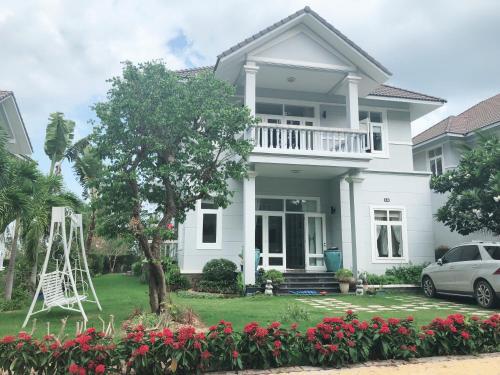 . LuxSea Villa