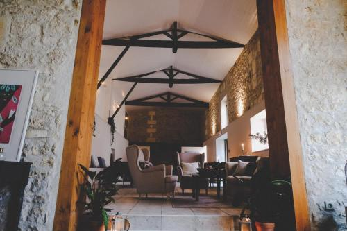 1 Bellevue, 16120 Birac, France.