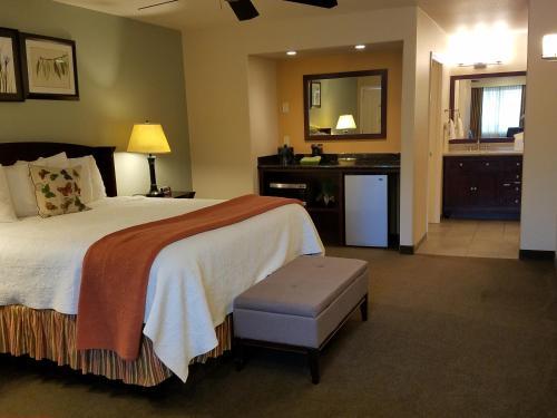 Фото отеля Redwood Hyperion Suites