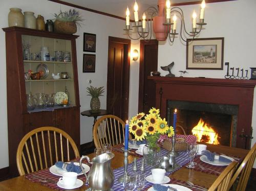 Riverwind Inn Bed And Breakfast - Deep River, CT 06417