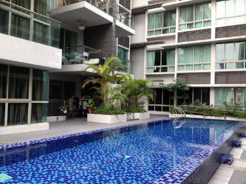 . Condo Apartmt with Pool/Gym-minwalk to 3 MRT