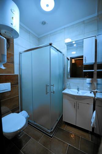 Vu-Dent Apartments,