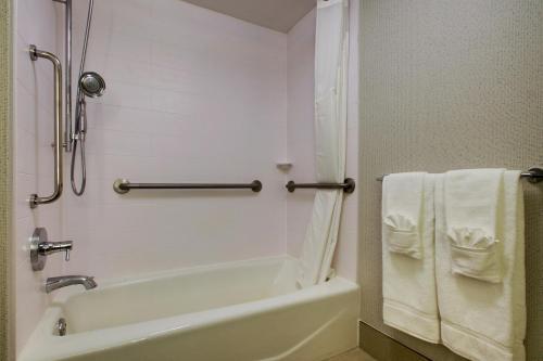 Holiday Inn Express Voorhees - Mt. Laurel - Voorhees, NJ 08043