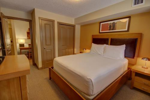 Rocky Mountain Getaway - Canmore, AB T1W 2W4