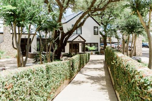 Accommodation in Castroville