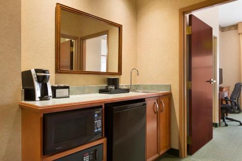 Embassy Suites Lincoln - Lincoln, NE NE 68508