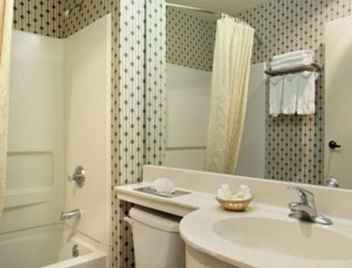 Microtel Inn & Suites By Wyndham Denver - Denver, CO 80249