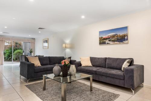 . Adelaide Style Accommodation-Close to City-North Adelaide-3 Bdrm-free Parking