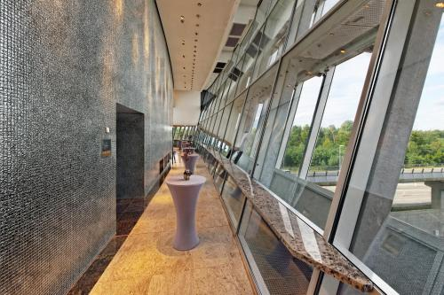 Hilton Frankfurt Airport - image 6
