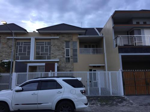 FNT home sweet home, Surabaya