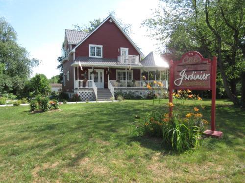 gite la maison du jardinier - Accommodation - Venise-en-Québec