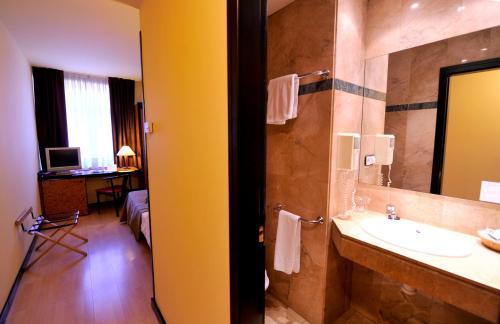 Hotel Glòries photo 25