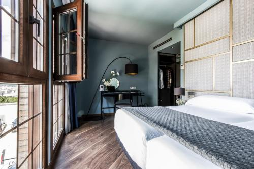 Standard Double Room Pamplona Catedral Hotel 38