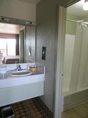 Ocean Gate Inn - Santa Cruz, CA CA 95060
