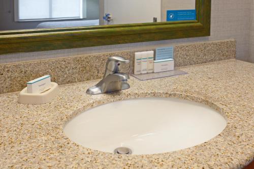 Hampton Inn & Suites Clovis - Clovis, CA 93612