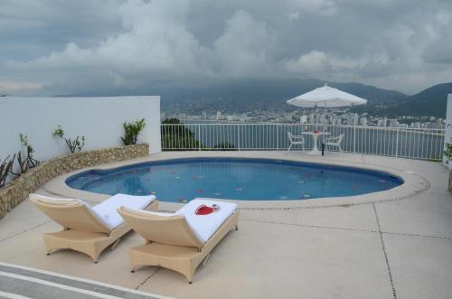 Carr. Escénica 5255, Fracc. Las Brisas, C.P. 39867 Acapulco, Gro, Mexico.