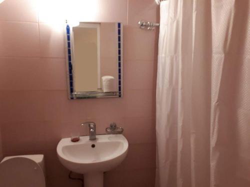 Hostel on Tsyurupy 30A Спальное место на двухъярусной кровати в общем номере для женщин