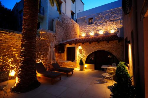 22 Tsouderon, Rethymno 741 00, Greece.