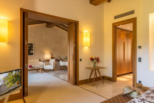 Suite con piscina privada Castell Son Claret - The Leading Hotels of the World 7