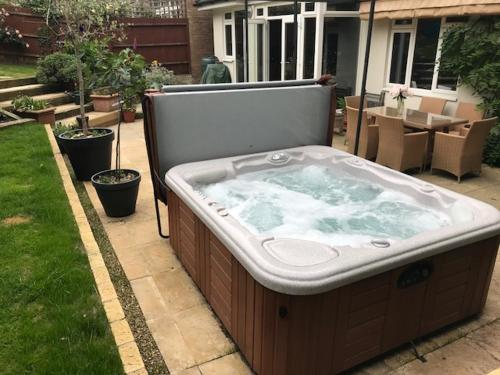 Walk In Hot Tub.Best Price On Wimbledon Tennis House With Hot Tub 4 Minute