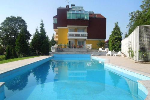 Apartments with a swimming pool Zagreb - 11408 - Hotel - Zagreb