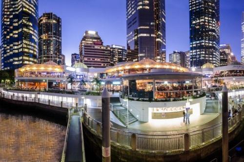 Promotion Brisbane Chinatown 2BED APT +PARKING QFV147-8