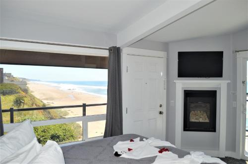 "Oceanview - Hot Tub, Fireplace, King ""Ocean King Room"""