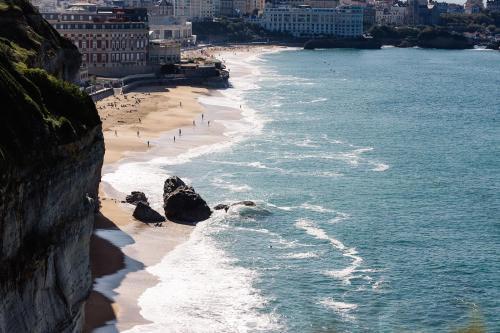 52 Avenue de l'Impératrice, 64200 Biarritz, France.