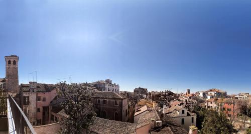 Santa Croce 1961, 30135 Venice   Italy.