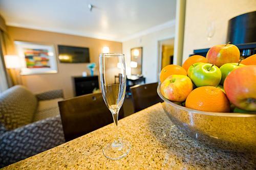 Hotel d'Lins Ontario Airport - Ontario, CA CA 91764