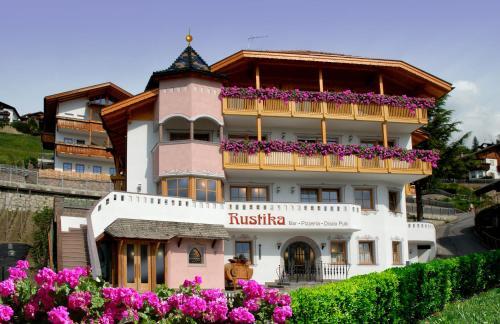 Residence Hotel Gasser - Accommodation - Villandro