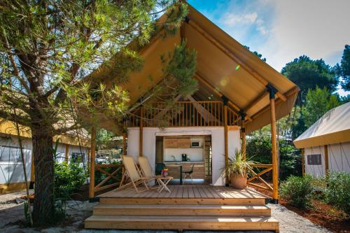 Arena One 99 Glamping, 52203 Pula