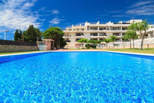 . UHC Las Dunas Apartments