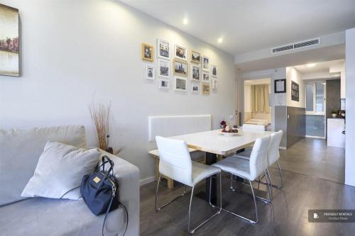 Superb 4 bedroom Apartment in Barcelona (FC0000)