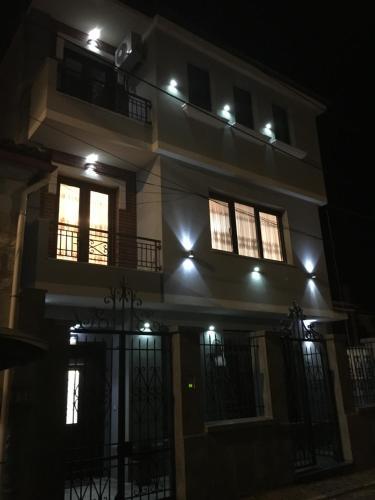 Korca's apartment, Korçës