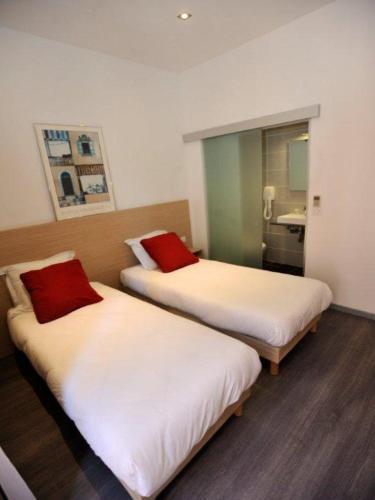 Hotel De France - 11 of 32