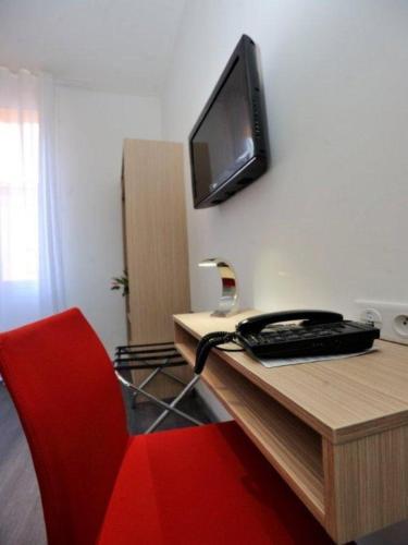 Hotel De France - 12 of 32