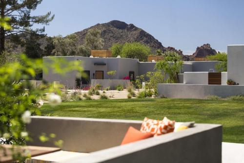 6114 N Scottsdale Rd, Scottsdale, AZ 85253, USA.