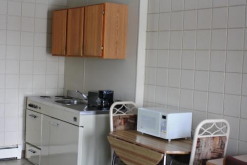 Plains Motel - Brooks, AB T1R 0N8
