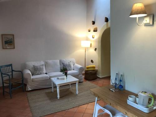 Suite mit Terrasse Finca Hotel Es Castell 16