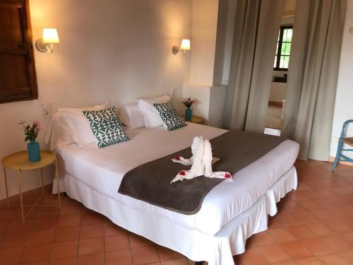 Suite mit Terrasse Finca Hotel Es Castell 14