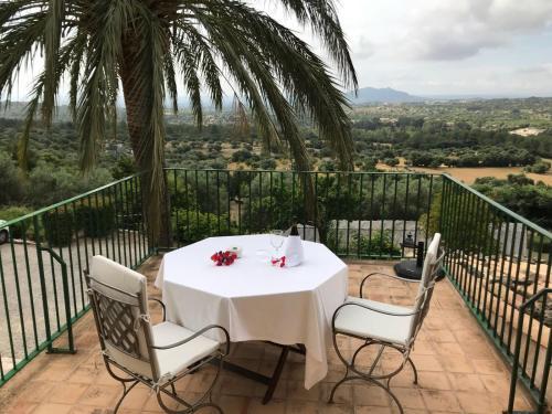 Suite mit Terrasse Finca Hotel Es Castell 9