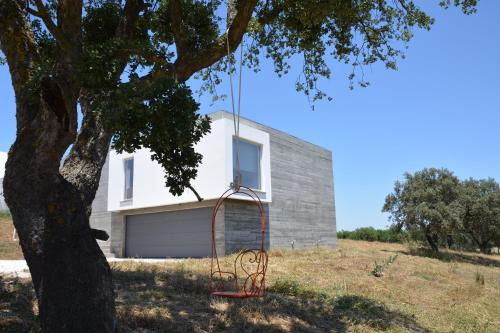 Estrada da Folgada Post box 1517, 7100-574 Estremoz, Portugal.