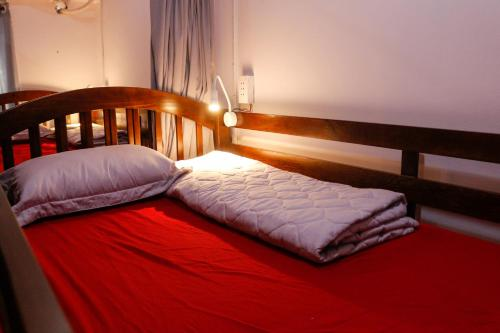 Giường tầng ở Phòng ngủ tập thể của nam  (Bunk Bed in Male Dormitory Room )